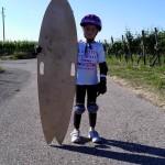 Kleiner-Skater-großes-Longboard